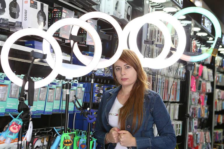 Lâmpada circular é acessório da moda para iluminar vídeos