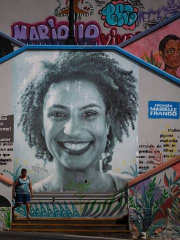 SAO PAULO, SP, BRASIL. 24.10.2019. Escadões na cidade de São Paulo ganham nova identidade com intervenções artisticas e envolvimento da comunidade. Escadão da rua Cristiano Viana com a rua Cardeal Arcoverde ( Escadão da Marielle Franco) feito por um coletivo de artistas plasticos e grafiteiros (foto: Rubens Cavallari/Folhapress, NAS RUAS)* EXCLUSIVO AGORA * MATÉRIA ESPECIAL *