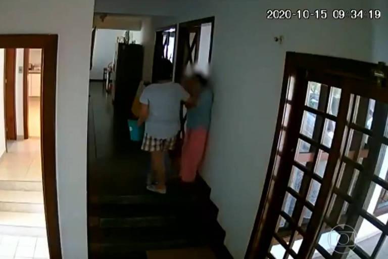 Imagens de câmera de segurança mostram Marichu Mauro agredindo empregada doméstica na residência diplomática, em Brasília