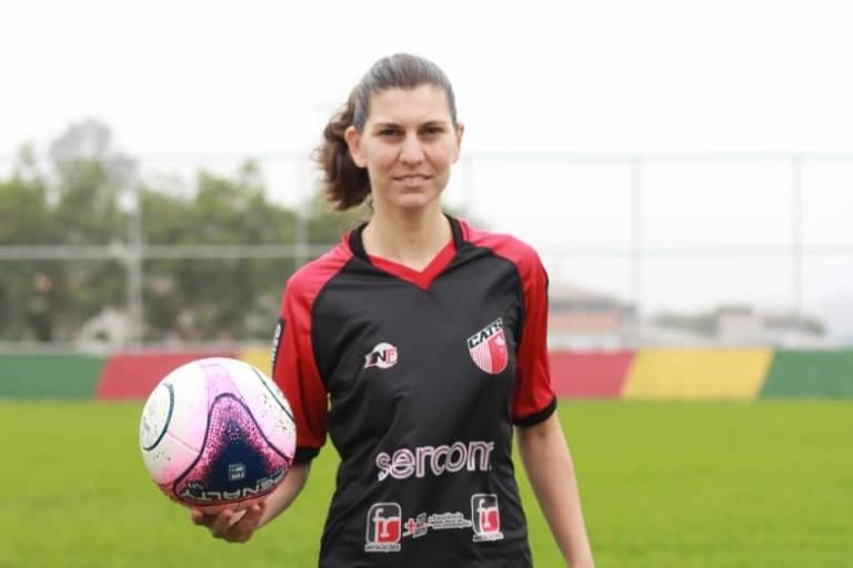 A volante Nini, do Taboão da Serra, tem 32 anos e atua como professora na rede estadual