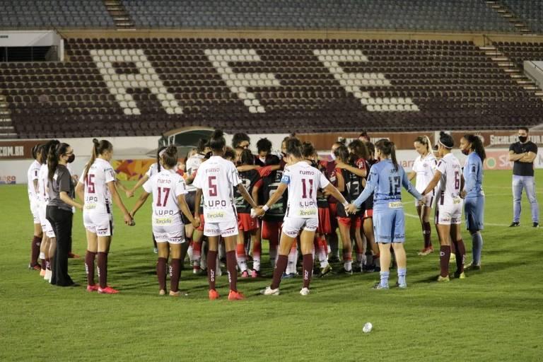 Jogadores do Taboão receberam o apoio de atletas da Ferroviária após a goleada por 14 a 0