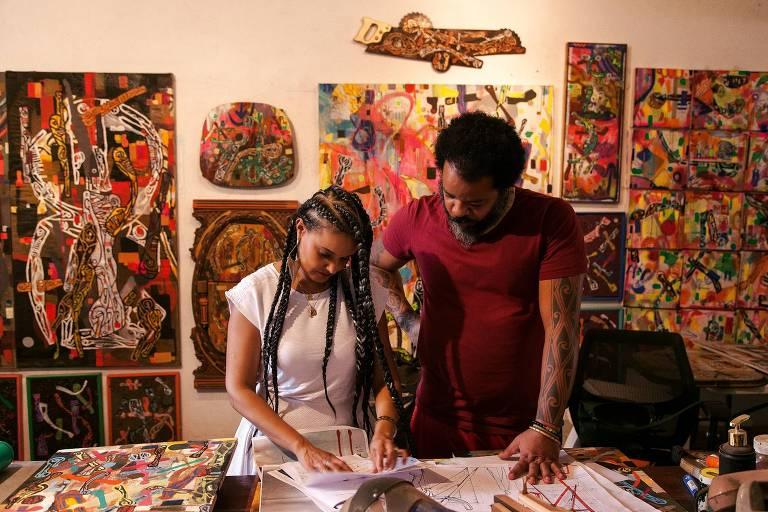 A arquiteta Francine Moura, 43, e o artista plástico Lumumba Afroindígena, 40