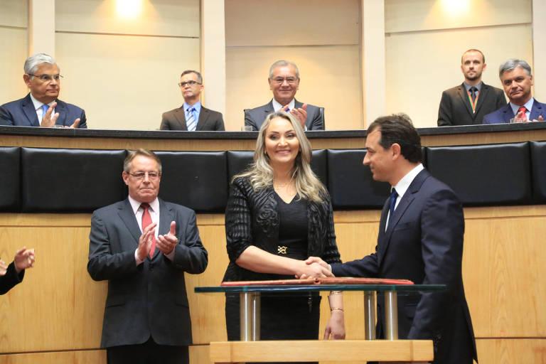 Daniela Reinehr toma posse como vice-governadora de Santa Catarina, ao lado do então governador Carlos Moisés, em 2019