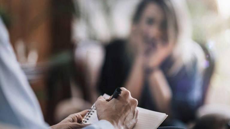 Pacientes de uma grande clínica de psicoterapia na Finlândia foram contatados individualmente por um chantagista