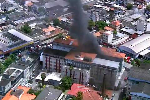 RIO DE JANEIRO, RJ, 27-10-2020  -  Um incêndio atingiu o Prédio 1 do Hospital Federal de Bonsucesso, na Zona Norte do Rio, por volta das 9h40 desta terça-feira (27). Segundo o Corpo de Bombeiros, as chamas foram controladas às 11h30, e equipes trabalhavam no rescaldo. Credito:Reproducao/TV Globo