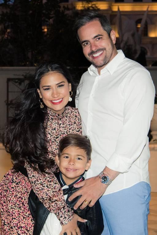 Simone Mendes com o marido Kaka Diniz e o filho Henry