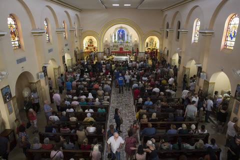 SAO PAULO, SP, BRASIL. 28.10.2019. Comemoração do dia de São Judas na paroquia na Av. Jabaquara.  (foto: Rubens Cavallari/Folhapress, NAS RUAS)