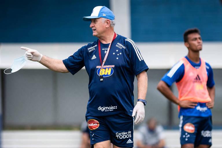 Felipão comanda treino do Cruzeiro na Toca da Raposa