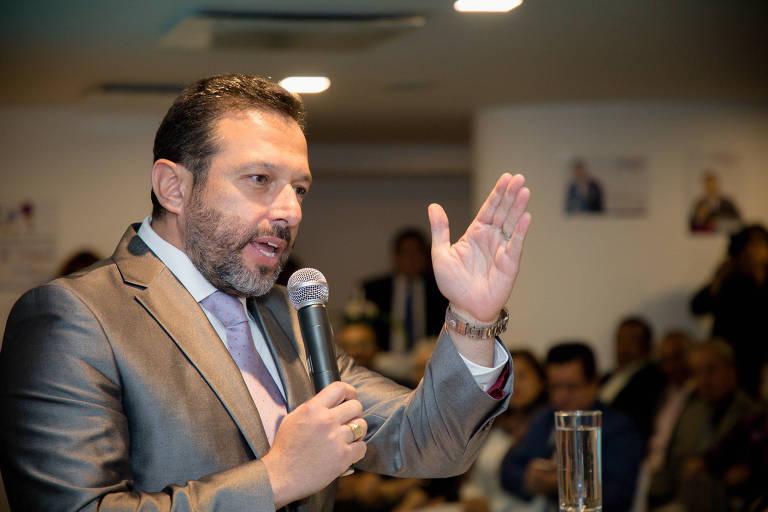Gerson Almeida, pastor brasileiro que disputará eleição presidencial no Equador