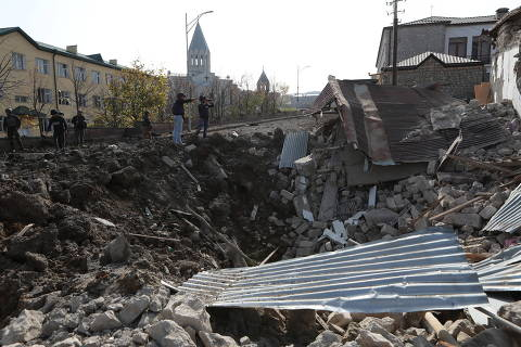 A view shows a crater and the ruins of a building following recent shelling in the town of Shushi (Shusha), in the course of a military conflict over the breakaway region of Nagorno-Karabakh, October 28, 2020. Hayk Baghdasaryan/Photolure via REUTERS ATTENTION EDITORS - THIS IMAGE HAS BEEN SUPPLIED BY A THIRD PARTY. ORG XMIT: MOS