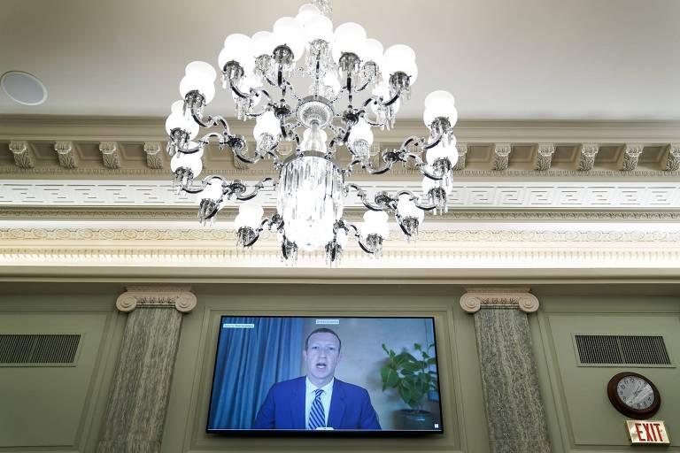 O CEO e fundador do Facebook, Mark Zuckerberg, depõe remotamente durante audiência no Senado americano.