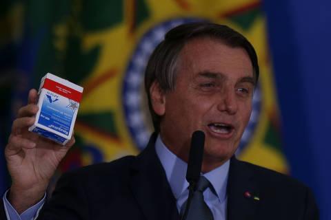 Decreto mostra que Bolsonaro prefere assinar primeiro e perguntar depois
