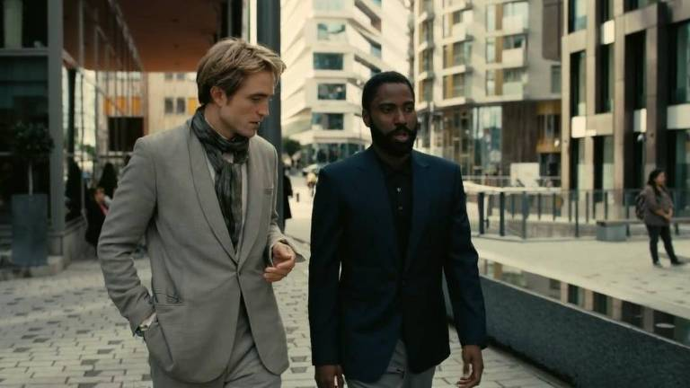 Robert Pattinson e John David Washington em cena do filme