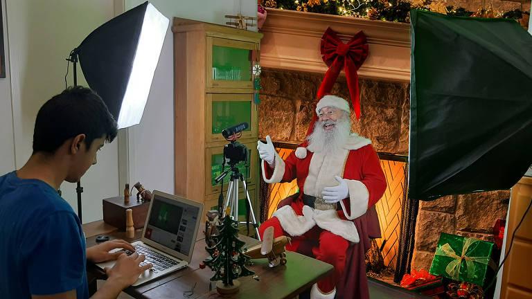 Papai Noel usa a tecnologia para se conectar com o público