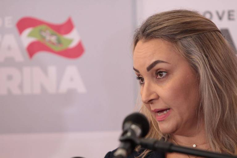 Embaixador de Israel cobra compromisso com verdade histórica sobre o nazismo de governadora de SC