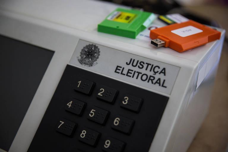 Urna que será utilizadas nas eleições municipais em novembro sendo preparada para transporte