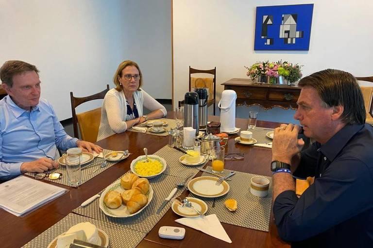 Bolsonaro e Crivella à mesa
