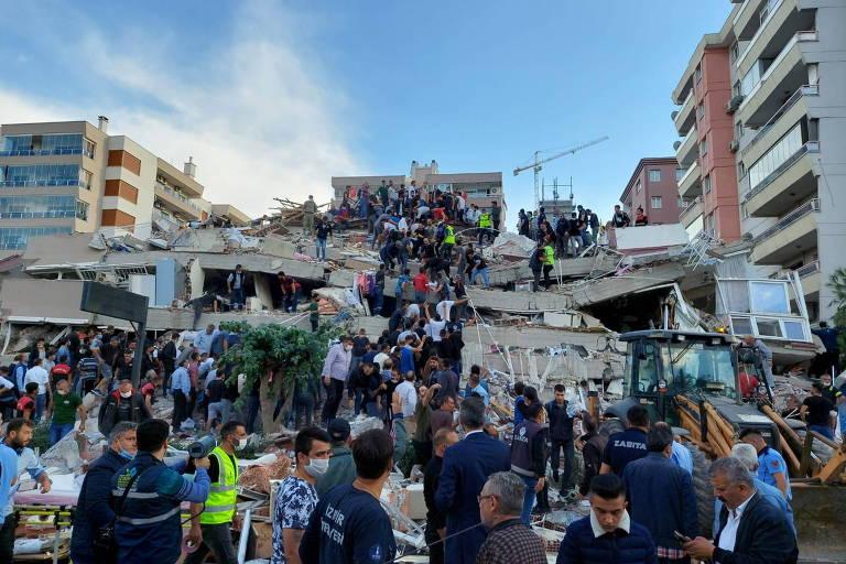 Terremoto atinge Turquia e Grécia e deixa ao menos 22 mortos e mais de 800 feridos