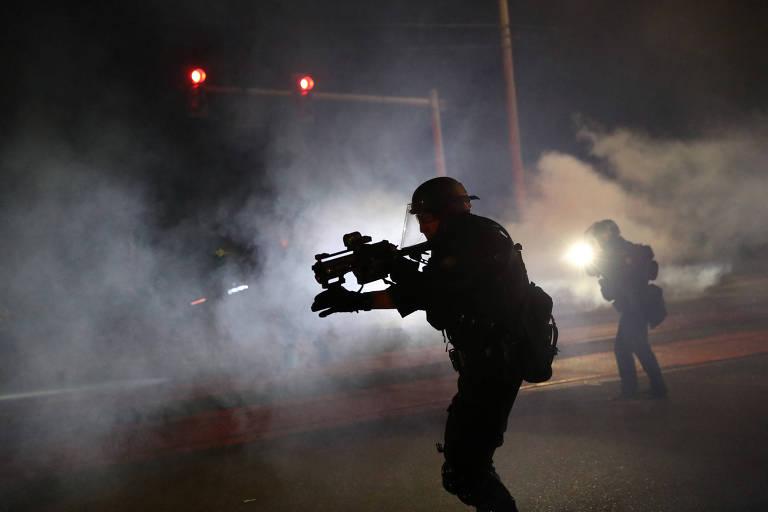 Agentes dispersam manifestantes durante protesto em Portland, no estado do Oregon