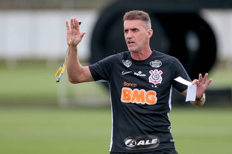 O técnico Vagner Mancini durante treino do Corinthians no CT do Parque Ecológico