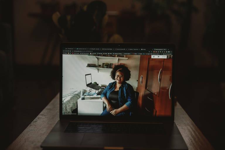 A analista de operação Marina Nascimento trabalha em home office de Barretos (SP)