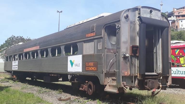 Vagões viajam, por rodovia, 1.000 km entre Cariacica e Sorocaba