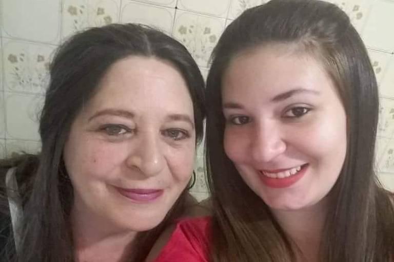 A aposentada Mary Iglesias, com a filha Patrícia, com quem divide as contas da casa na zona norte