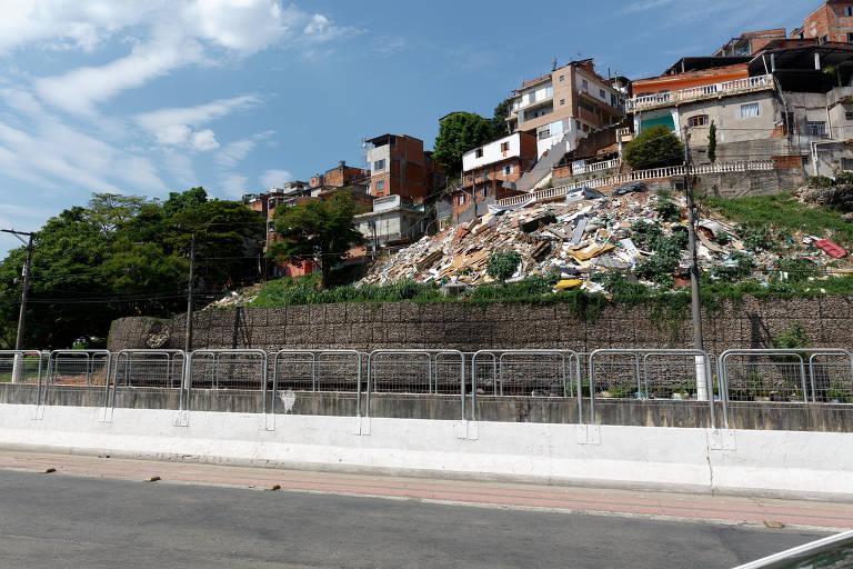 Lixo e entulho são problemas em piscinões das zonas norte e leste de SP