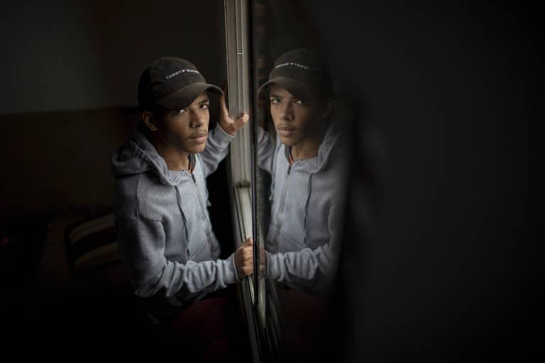Erick Santos busca seu espaço no mercado de trabalho; dezenas de contatos sem retorno
