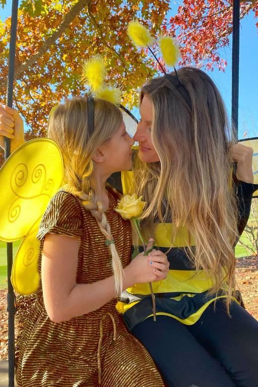 Gisele Bundchen e a filha, Vivian Lake, viraram abelhas estilosas neste Halloween
