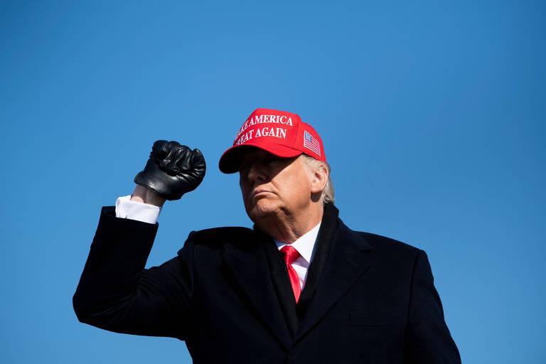 O presidente dos EUA, Donald Trump, após discursar em comício em Fayetteville, na Carolina do Norte