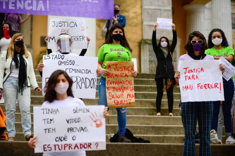 Ato em defesa de Mariana Ferrer em Florianópolis, em setembro