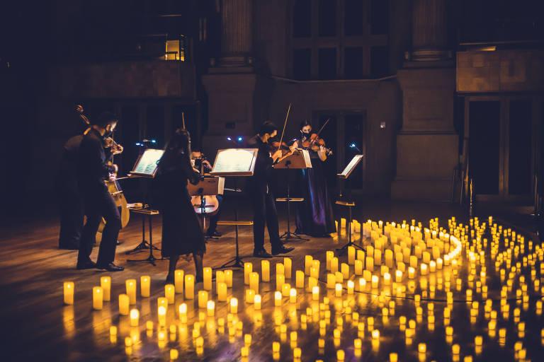 Espetáculo Candlelight faz concerto à luz de velas em São Paulo