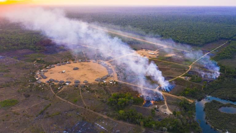 Incêndios 'sem controle' ameaçam comunidades indígenas, como a aldeia Khinkatxi, no território Wawi, no Mato Grosso