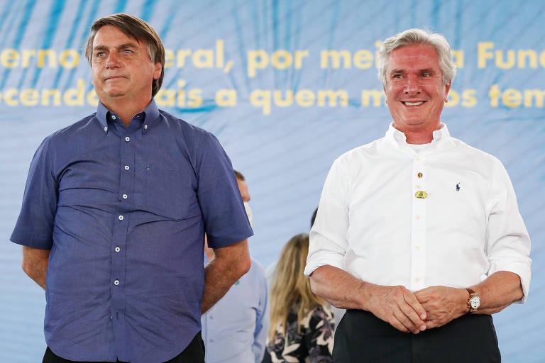 O presidente Jair Bolsonaro, à esq., em Piranhas (AL), ao lado do senador Fernando Collor (PROS)