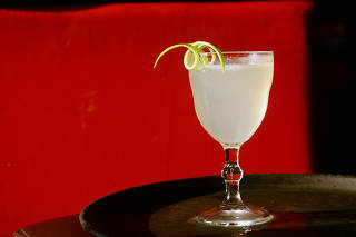 Drinque French 75 do bar Subastor