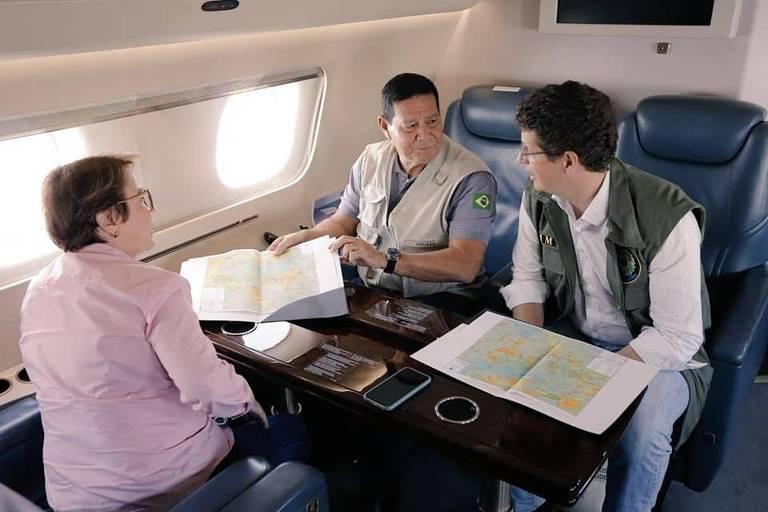 O vice-presidente Hamilton Mourão e o ministro do Meio Ambiente, Ricardo Salles, em viagem à Amazônia