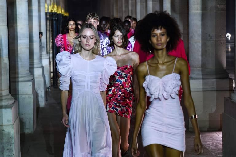 Paris se prepara para retomar desfiles de moda após período de lockdown