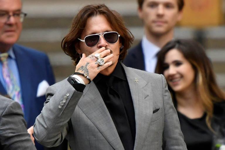 Johnny Depp deixa tribunal em Londres