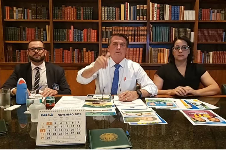 Presidente Jair Bolsonaro durante live na última quinta-feira (5)
