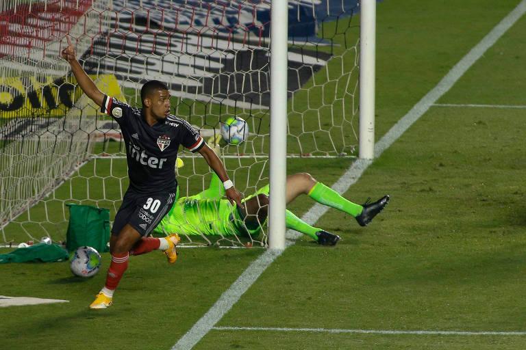 Brenner jogador do São Paulo comemora seu gol durante partida contra o Goiás no estádio Morumbi pelo Brasileirão