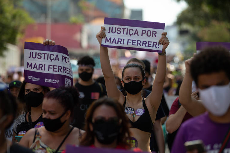 Feministas fazem manifestação por justiça no caso Mari Ferrer