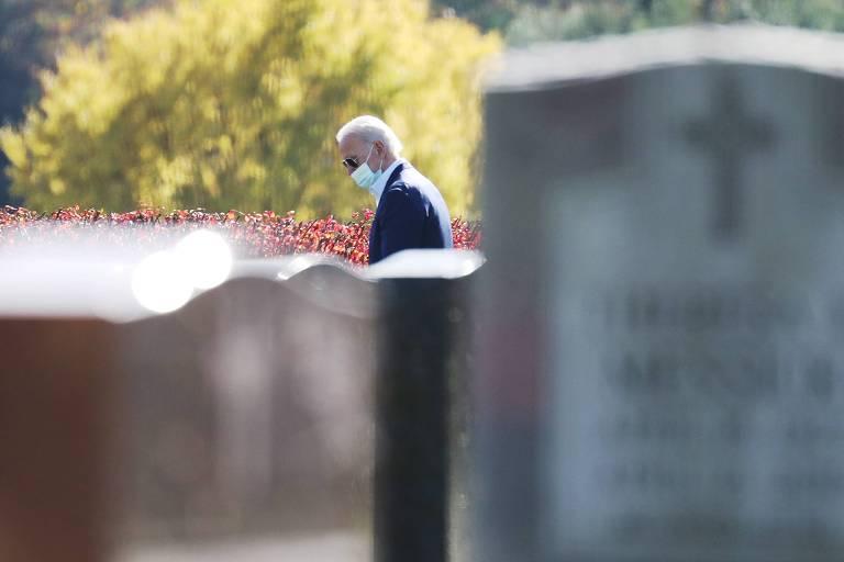 O presidente eleito dos EUA, Joe Biden, visita túmulo da família após ir a missa em Wilmington, no estado de Delaware
