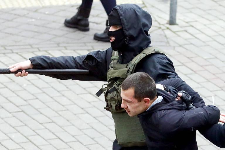 Mais de mil detenções em um dia de protesto na Belarus