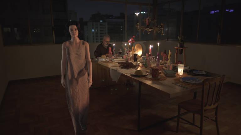 Mulher em 3D em banquete desfila