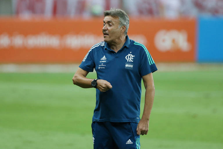 Domènec Torrent em jogo do Flamengo contra o Inter, pelo Brasileiro
