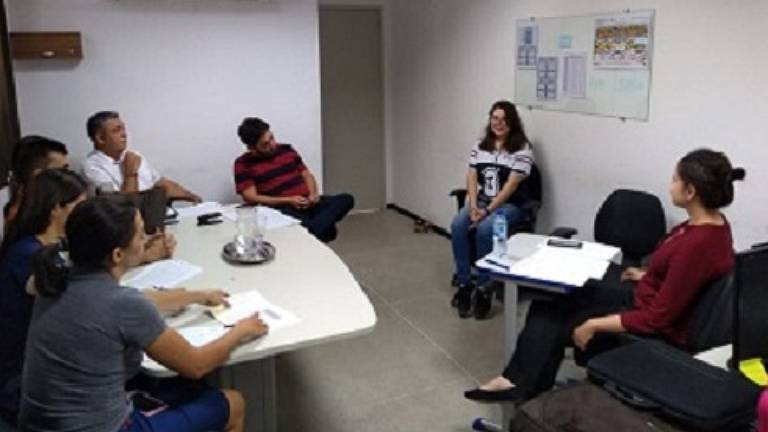Alunos do terceiro ano do ensino médio participam do processo de seleção do Programa Primeira Chance em 2019, antes da pandemia do novo coronavírus