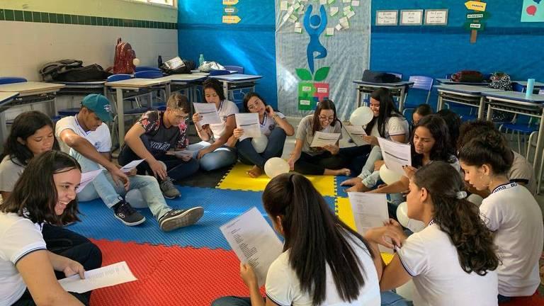 Alunos do ensino médio de Canindé de São Francisco, em Sergipe, durante aula de projeto de vida em 2019, antes da pandemia do novo coronavírus
