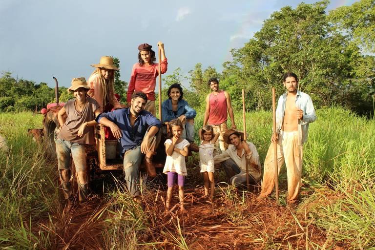 Veja imagens de 'Leaving Paradise'