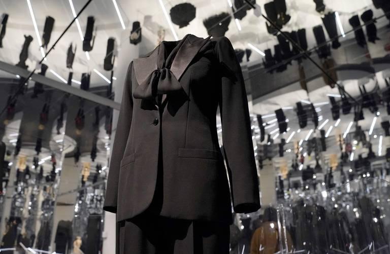 Veja imagens da exposição 'About Time: Fashion and Duration'